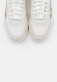 Reebok Classic - CLUB DOUBLE - Sneakers laag - chalk/rose gold/black - 5