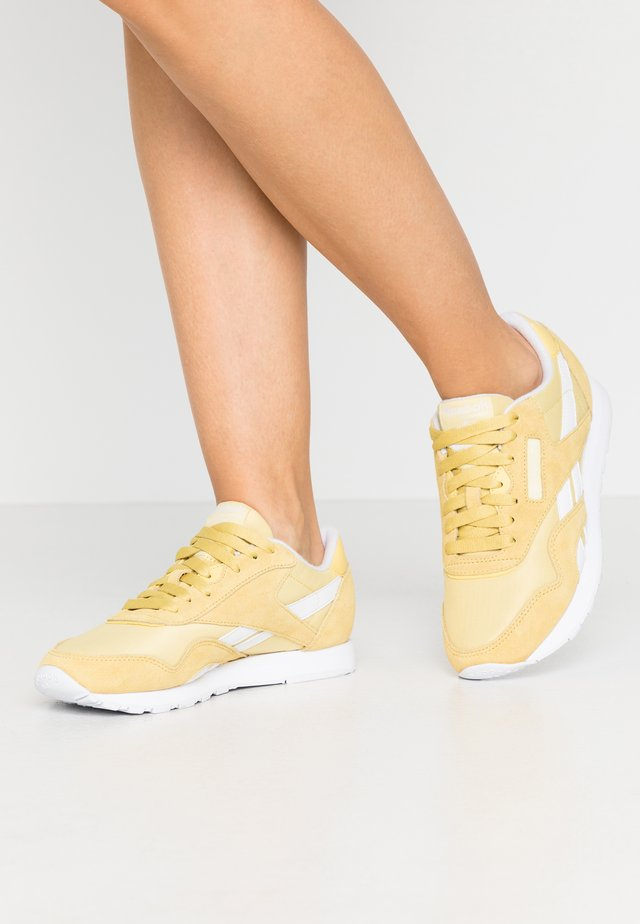 CLASSIC - Sneaker low - yellow/white
