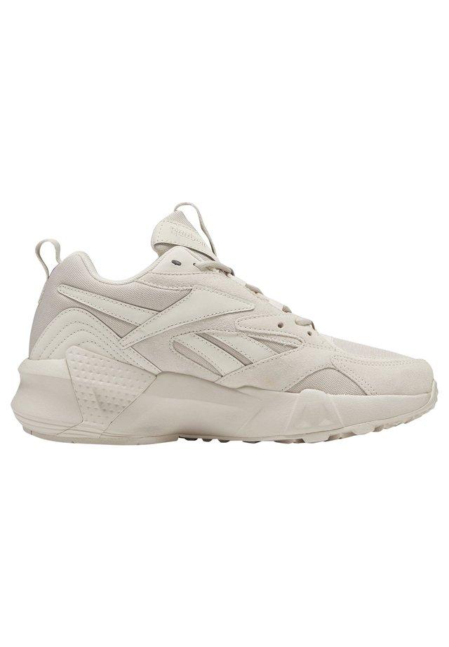 AZTREK DOUBLE MIX SHOES - Sneakersy niskie - beige
