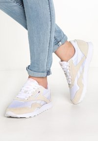 Reebok Classic - CLASSIC LEATHER NYLON BREATHABLE UPPER SHOES - Sneakers basse - white/light grey - 0