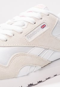 Reebok Classic - CLASSIC LEATHER NYLON BREATHABLE UPPER SHOES - Sneakers basse - white/light grey - 6