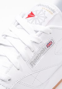 Reebok Classic - CLASSIC LEATHER CUSHIONING MIDSOLE SHOES - Zapatillas - white - 6