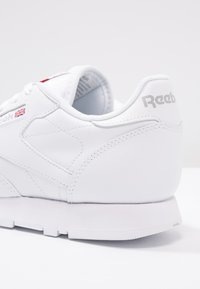 Reebok Classic - CLASSIC LEATHER CUSHIONING MIDSOLE SHOES - Tenisky - white - 6