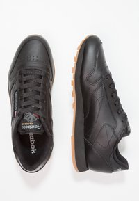 Reebok Classic - CLASSIC LEATHER CUSHIONING MIDSOLE SHOES - Sneakersy niskie - black - 1