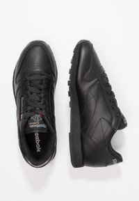 Reebok Classic - CLASSIC LEATHER CUSHIONING MIDSOLE SHOES - Sneakersy niskie - black - 2
