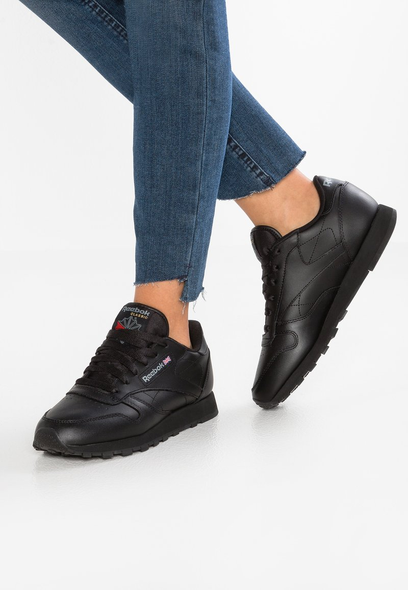 Reebok Classic - CLASSIC LEATHER CUSHIONING MIDSOLE SHOES - Sneakersy niskie - black