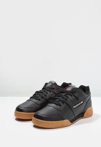 Reebok Classic - WORKOUT PLUS - Sneakers - black/carbon/red/royal - 2