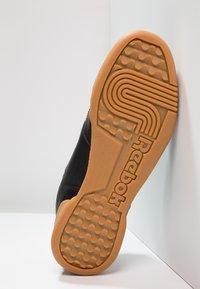 Reebok Classic - WORKOUT PLUS - Sneakers - black/carbon/red/royal - 4