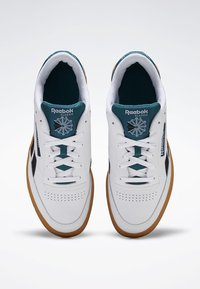 Reebok Classic - CLUB C REVENGE SHOES - Baskets basses - white - 1
