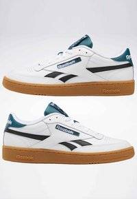 Reebok Classic - CLUB C REVENGE SHOES - Baskets basses - white - 6
