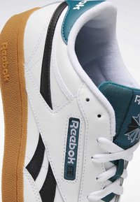 Reebok Classic - CLUB C REVENGE SHOES - Baskets basses - white - 7