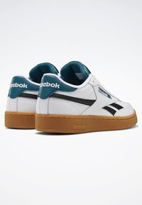 Reebok Classic - CLUB C REVENGE SHOES - Baskets basses - white - 3