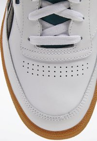 Reebok Classic - CLUB C REVENGE SHOES - Baskets basses - white - 8