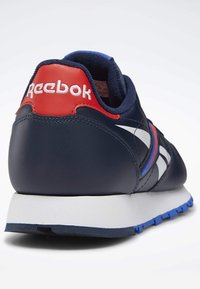 Reebok Classic - CLASSIC LEATHER SHOES - Sneaker low - blue - 2