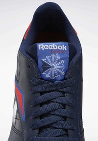 Reebok Classic - CLASSIC LEATHER SHOES - Sneaker low - blue - 5