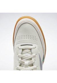 Reebok Classic - CLUB C 85 SHOES - Sneakers basse - white - 5