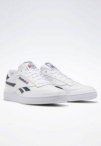 Reebok Classic - CLUB C REVENGE SHOES - Sneakers laag - white - 4