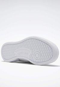 Reebok Classic - CLUB C REVENGE SHOES - Sneakers laag - white - 3