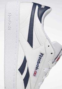 Reebok Classic - CLUB C REVENGE SHOES - Sneakers laag - white - 6