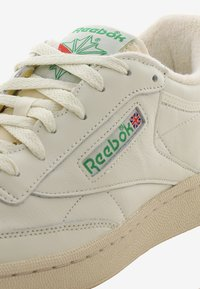 Reebok Classic - CLUB C 1985 TV - Baskets basses - chalk/paperwhite/green - 5