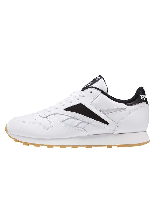 CLASSIC LEATHER MARK SHOES - Sneakersy niskie - white