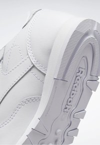 Reebok Classic - CLASSIC LEATHER SHOES - Sneakers laag - white - 8