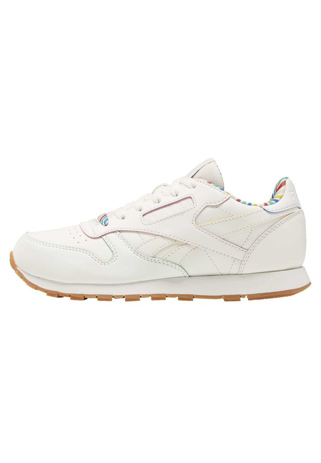CLASSIC LEATHER SHOES - Sneaker low - white