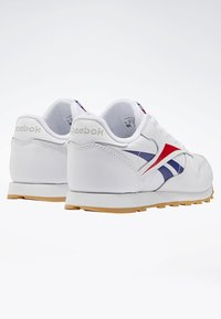 Reebok Classic - CLASSIC LEATHER SHOES - Matalavartiset tennarit - white - 3
