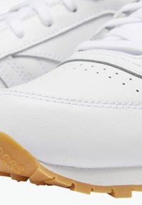 Reebok Classic - CLASSIC LEATHER SHOES - Matalavartiset tennarit - white - 6