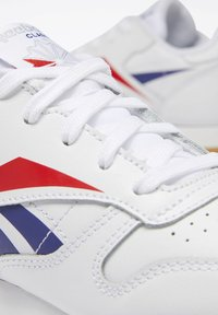 Reebok Classic - CLASSIC LEATHER SHOES - Matalavartiset tennarit - white - 9