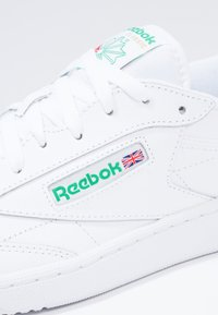 Reebok Classic - CLUB C 85 LEATHER UPPER SHOES - Sneakersy niskie - white/green - 5