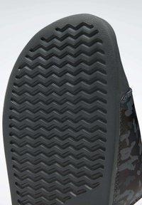 Reebok Classic - REEBOK CLASSIC SLIDES - Sandali da bagno - grey - 8