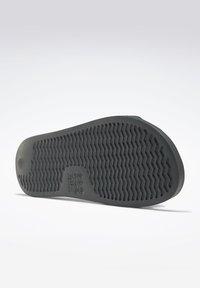 Reebok Classic - REEBOK CLASSIC SLIDES - Sandali da bagno - grey - 2