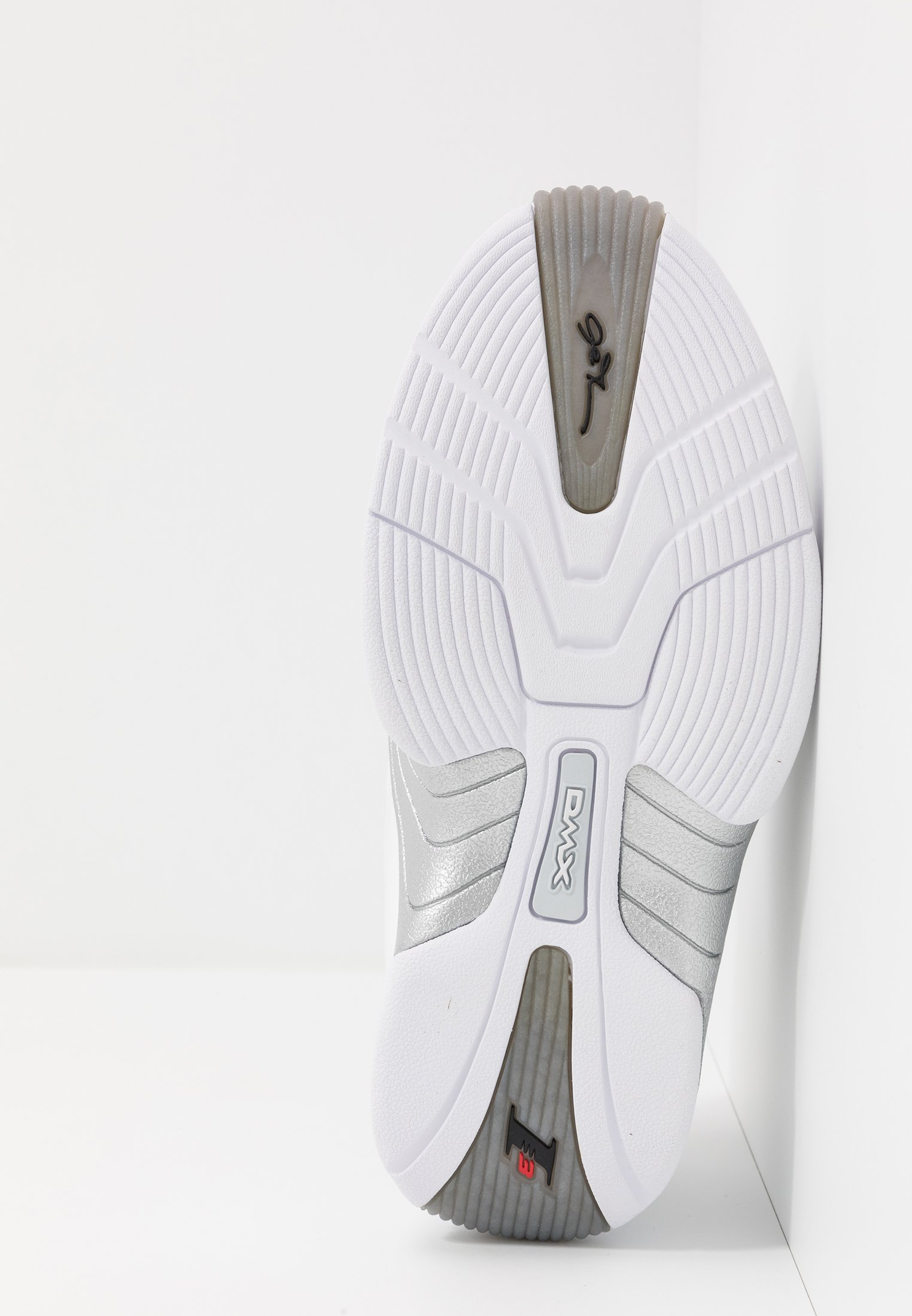 Reebok Classic ANSWER V  - Sneakersy niskie - white/matte silver