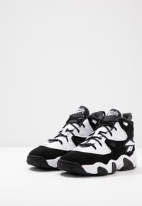 Reebok Classic - AVANT GUARD TRANSITION BRIDGE SHOES - Sneakers hoog - black/white/chalk - 3