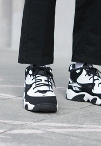 Reebok Classic - AVANT GUARD TRANSITION BRIDGE SHOES - Sneakers hoog - black/white/chalk - 7
