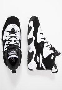 Reebok Classic - AVANT GUARD TRANSITION BRIDGE SHOES - Sneakers hoog - black/white/chalk - 2