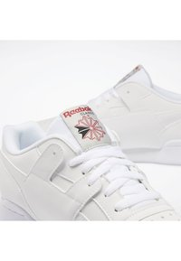 Reebok Classic - WORKOUT PLUS SHOES - Sneakers - white - 6