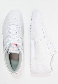 Reebok Classic - WORKOUT L OW - Matalavartiset tennarit - white/grey - 1