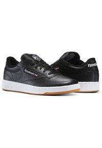 Reebok Classic - CLUB C 85 - Sneakers - intense black/white-gum - 2