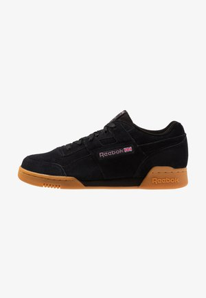 WORKOUT PLUS - Sneakers - black/noble orchid