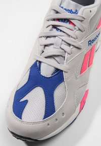 Reebok Classic - AZTREK - Sneakers - grey/acid pink/royal - 5