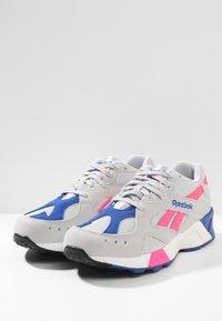 Reebok Classic - AZTREK - Sneakers - grey/acid pink/royal - 2