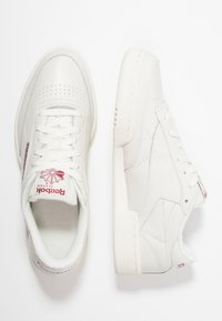 Reebok Classic - CLUB C 85 - Matalavartiset tennarit - chalk/meteor red - 1