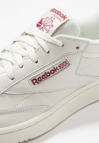 Reebok Classic - CLUB C 85 - Matalavartiset tennarit - chalk/meteor red - 5