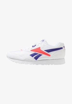 RAPIDE - Trainers - white/team purple/neon red