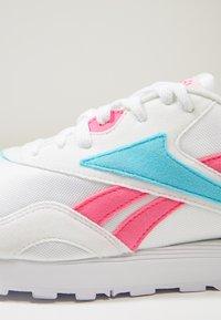 Reebok Classic - RAPIDE - Joggesko - white/solar pink/neon blue - 5
