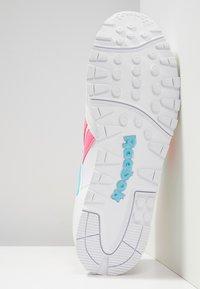 Reebok Classic - RAPIDE - Joggesko - white/solar pink/neon blue - 4