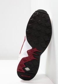Reebok Classic - PYRO - Sneakersy niskie - chalk/burgundy/black - 4
