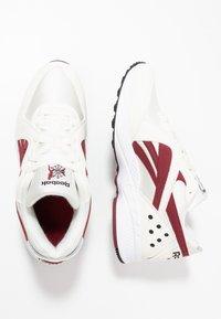 Reebok Classic - PYRO - Sneakersy niskie - chalk/burgundy/black - 1